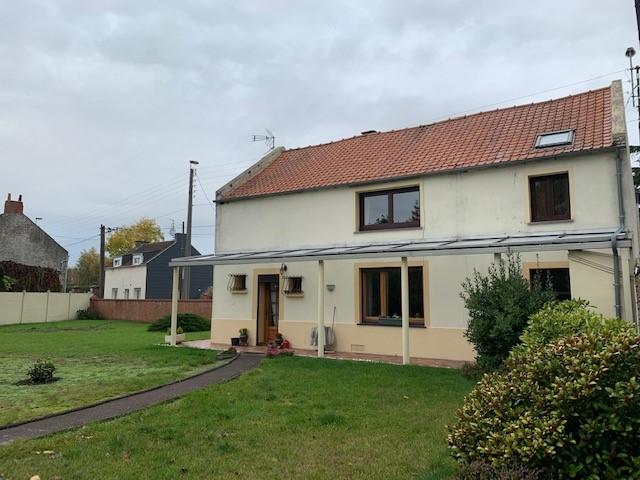 Maison individuelle bâtie sur 800m² environ